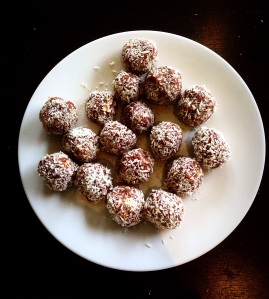 Chic Peanut Butter Protein Balls